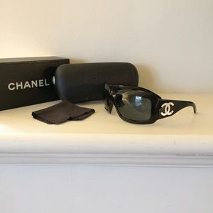 Chanel mother of pearl CC sunglasses